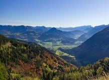 Alpi tedesco-austriache di panorama vicino a Berchtesgaden in autunno Immagini Stock
