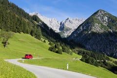 Alpi, villaggio alpino nella valle, Gramais, austriaco Fotografia Stock