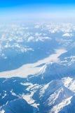 Alpi - vista aerea dalla finestra dell'aeroplano Fotografie Stock Libere da Diritti