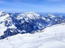 Alpi, vista dal Mt Titlis in Svizzera Fotografia Stock