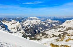 Alpi, vista dalla cima del Mt Titlis in Svizzera Immagine Stock Libera da Diritti