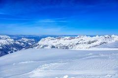 Alpi, vista dalla cima del Mt Titlis in Svizzera Immagini Stock