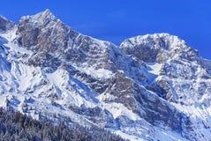 Alpi, vista dalla città di Engelberg in Svizzera Fotografia Stock