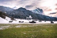 Alpi, vista dalla valle di Loisach, Garmisch-Partenkirchen Immagine Stock Libera da Diritti