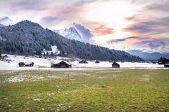 Alpi, vista dalla valle di Loisach, Garmisch-Partenkirchen Fotografia Stock Libera da Diritti