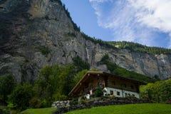 Alpien chalet royalty-vrije stock foto's