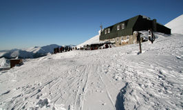 Alpien chalet in Lage Tatras royalty-vrije stock foto