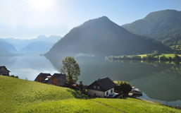 Alpien dorp bij meer Grundlsee Lager Oostenrijk Royalty-vrije Stock Foto's