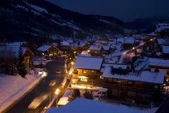 Alpien dorp bij nacht Stock Foto