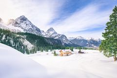 Alpien dorp in de winterdecor Royalty-vrije Stock Afbeelding