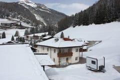 Alpien dorp, Dolomiet het ski?en toevlucht Royalty-vrije Stock Afbeeldingen
