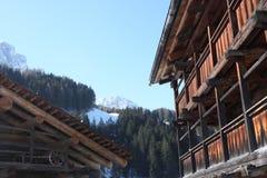 Alpien dorp, Dolomiet het ski?en toevlucht Stock Afbeeldingen