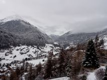 Alpien dorp op bewolkte dag Royalty-vrije Stock Foto