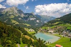 Alpien dorp Zwitser Stock Foto