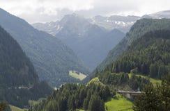 Alpien landschap in de zomertijd Stock Afbeeldingen