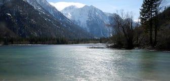 alpien meer genoemd Lago del Predil in Italiaans in Northe royalty-vrije stock afbeelding