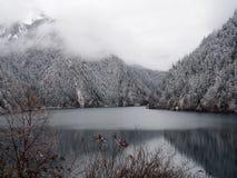 Alpien Meer in Jiuzhaigou stock afbeelding