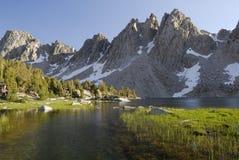 Alpien meer in Siërra Nevada Royalty-vrije Stock Foto's