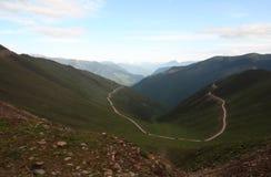 Alpien op de Weg Stock Foto