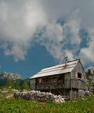 Alpien plattelandshuisje in de bergen Royalty-vrije Stock Foto