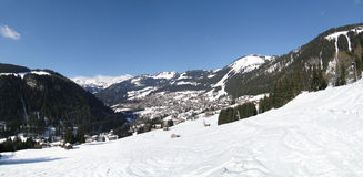 Alpiene dorp en chalets Stock Afbeelding
