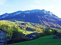 Alpiene heuvel Alp Sigel in de Alpstein-bergketen en in het Appenzellerland-gebied stock foto