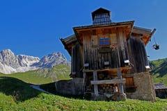 Alpiene hut in Fuciade royalty-vrije stock afbeeldingen