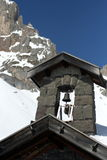 Alpiene kerk stock afbeelding