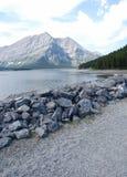 Alpiene meer en berg Stock Foto
