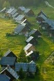 Alpiene melkveehouderijen royalty-vrije stock fotografie