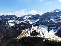 Alpiene pieken Alp Sigel, Bogartenfirst en Schafberg in de Alpstein-bergketen en in het Appenzellerland-gebied stock afbeelding