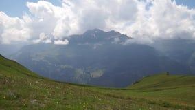 Alpiene pieken landskape achtergrond Jungfrau, Bernese-hoogland Alpen, toerisme en avonturen wandelingsconcept stock videobeelden