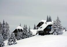 Alpiene plattelandshuisjes Stock Afbeeldingen