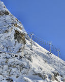 Alpiene stoeltjeslift stock afbeeldingen