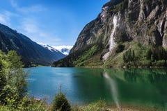 Alpiene toneel van het bergmeer Landschap van de de zomerberg van het Stillupmeer het Oostenrijkse Stock Afbeelding