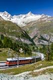 Alpiene trein in Zwitserland, Zermatt stock afbeeldingen
