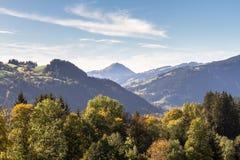 Alpiene vallei van Brixental met Hohe-Wondzalf in Tirol Oostenrijk Royalty-vrije Stock Afbeelding