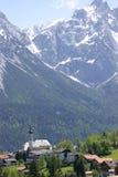 alpin Österrike kyrka arkivbild