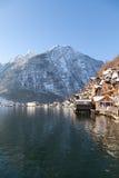 Alpin Hallstatt för vinter stad och sjö Hallstatter Royaltyfria Foton