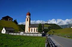alpin kyrka Arkivfoto