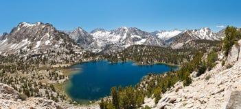Alpin Lakepanorama Arkivfoto