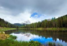 alpin lakesommarsikt royaltyfri foto