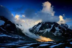 alpin liggande Royaltyfria Bilder