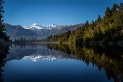 Alpin reflexion sjö Arkivfoton