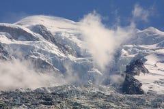 alpin sikt för blancmonttoppmöte Arkivfoton