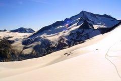 alpin sikt för grotoppmötevenediger Arkivbild