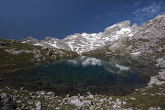 Alpin sjö Arkivfoton