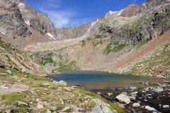 Alpin sjö i Aosta Valley, Italien Gummilacka länge, Valpelline Royaltyfri Bild
