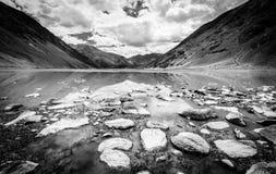 Alpin sjö i Kashmir Arkivbild