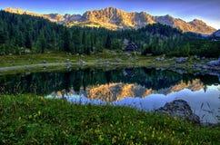 Alpin sjö II Arkivfoton
